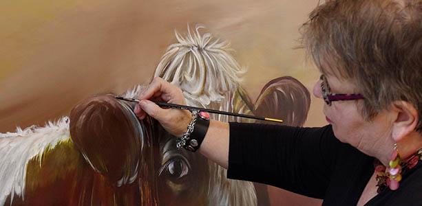 Annie aan het schilderen